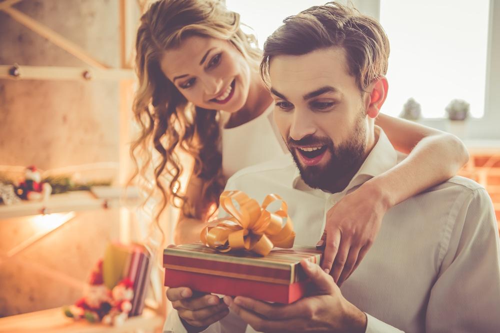 00b76a65a2e8 O presente ideal para namorado de cada signo - Signos.com.br